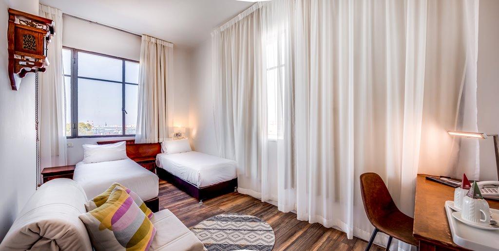 מיטות נפרדות בחדר